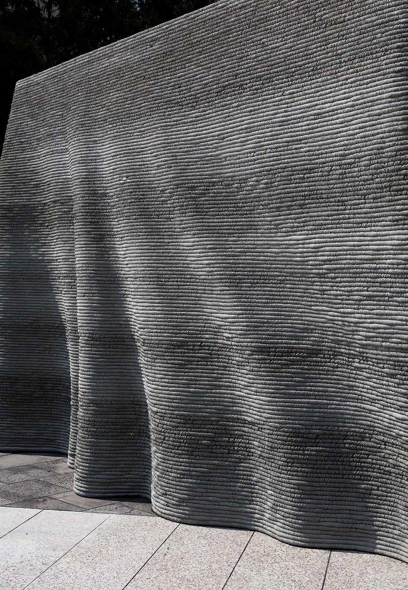 Le studio SWNA basé à Séoul imprime en 3D du béton pour fabriquer `` le mur-rideau ''