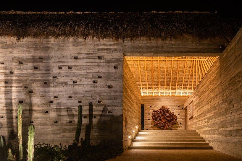 Feuilles de palmier séchées + toit de construction en bois de parota local pour maison de vacances au Mexique