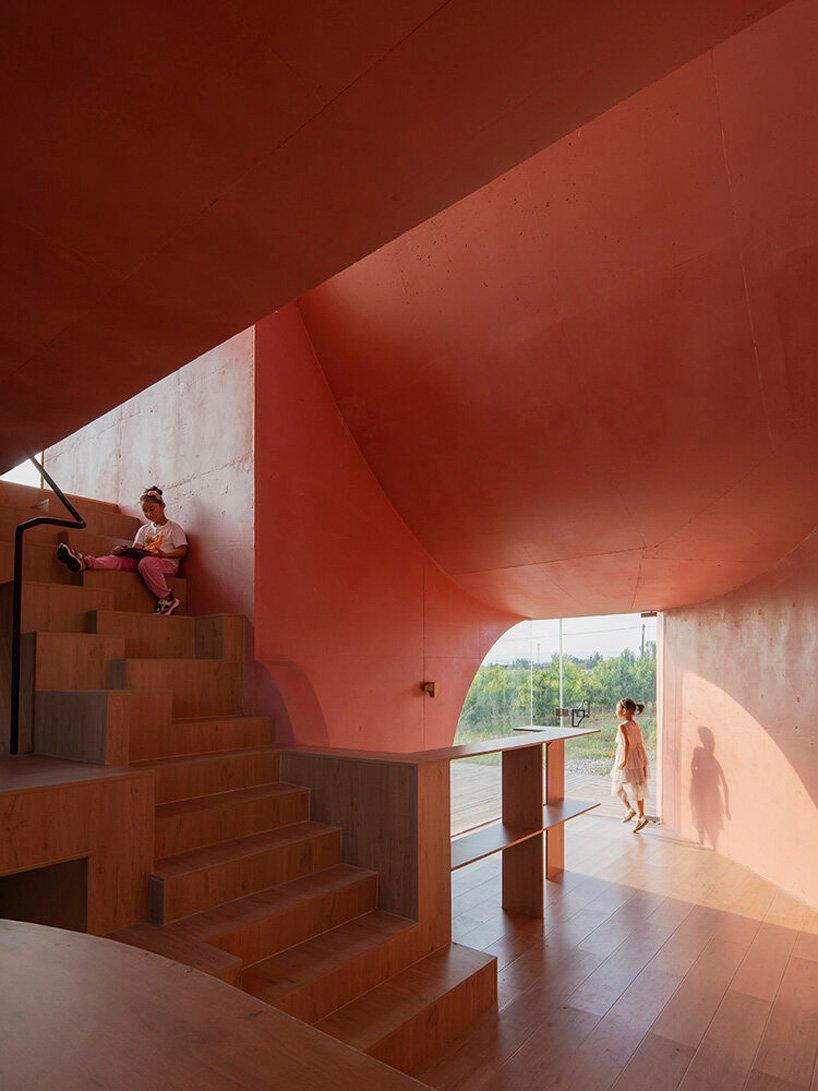 Atelier XI construit un pavillon sculptural 'Peach Hut' dans le cadre d'un centre communautaire en Chine rurale