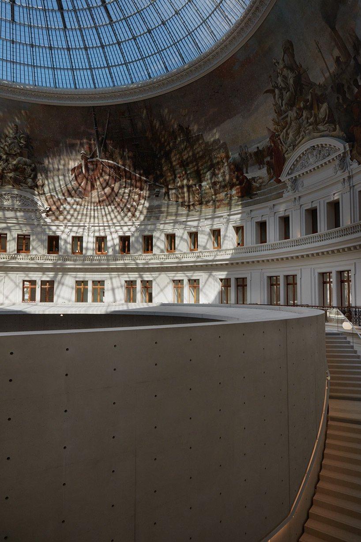 Le musée tadao de la bourse de commerce de Paris, conçu par ando, révélé dans de nouvelles images