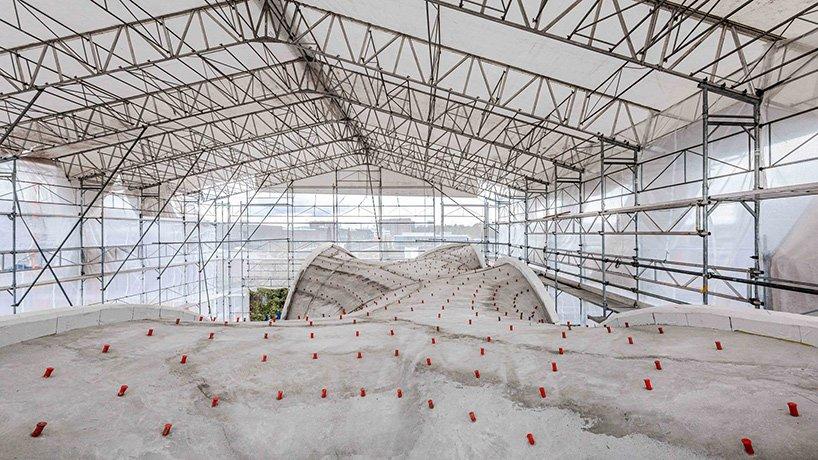 Le groupe de recherche sur les blocs de l'ETH Zurich réalise une toiture complexe en béton à double courbure