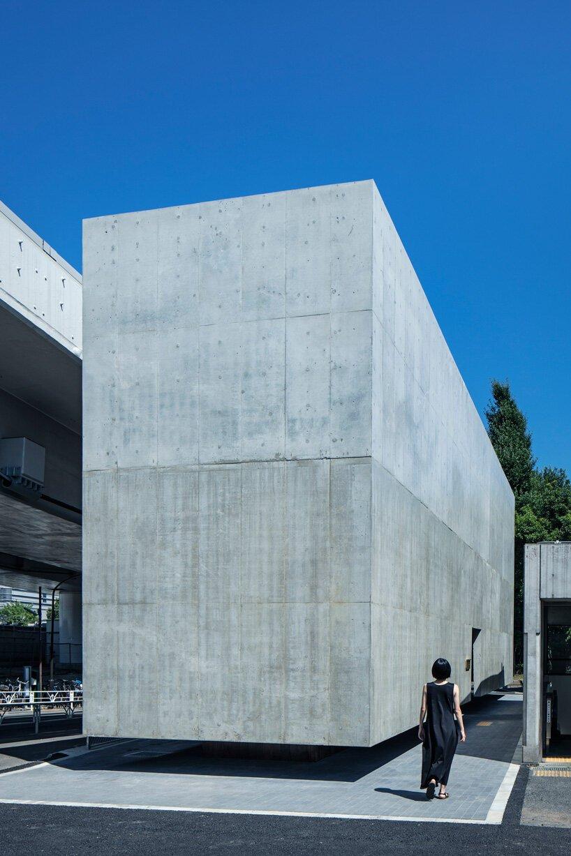 Supposons que le bureau d'études façonne les toilettes publiques à Tokyo comme un cube de béton flottant