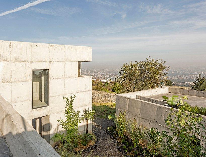 Trois boîtes en béton forment 'House Colibri' par ViGa Arquitectos à Mexico DesignBoom